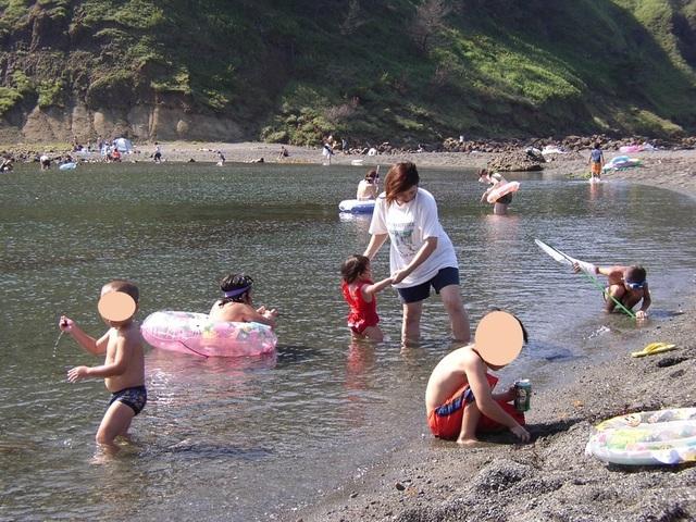 90d848cedb4 日光浴と生命の源である海から元気をもらっているからでしょう。かつては会社の保養所が海水浴場の近くに多くあったのも、従業員の健康増進のためのものでした。